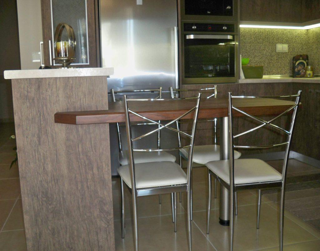 Ξύλινος πάγκος-τραπέζι για καθημερινή χρήση