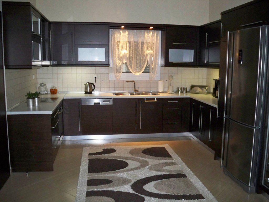 Κουζίνα από ξύλο οξιάς σε βαφή βέγκε